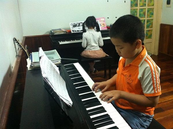 day-hoc-dan-piano-tot-nhat-gia-re-o-dau-tai-tphcm-1